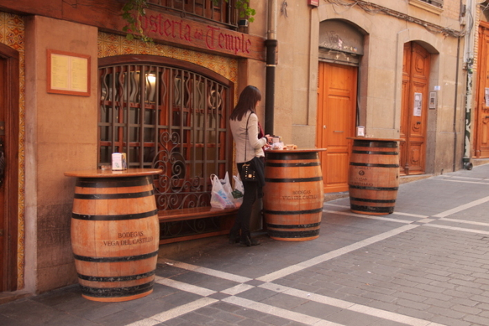 The wooden barrels used in most pinchos bars as tables.